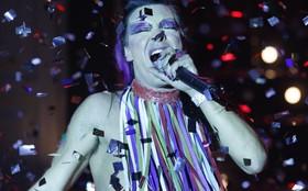 André Gonçalves se diverte em dia de drag queen e garante: 'Meus filhos vão adorar!'