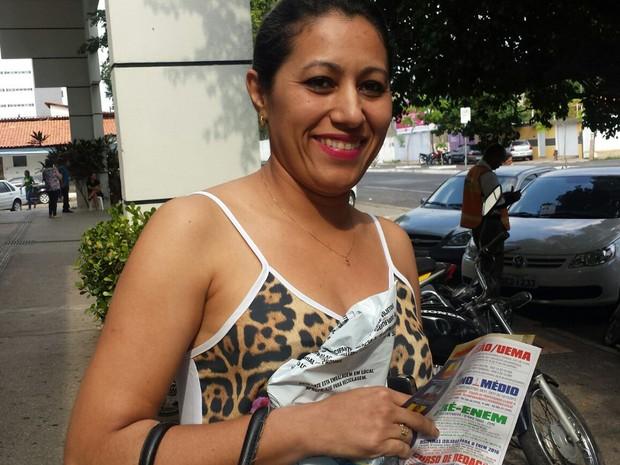 ENEM  2015 -  SÁBADO (24) - Teresina (PI) - Candidata confessa que respondeu prova no 'mamãe mandou' (Foto: Josiel Martins/G1)