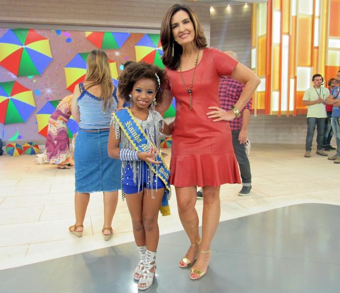 Rainha de bateria aos 7 anos, Ágatha mostrou samba no pé (Foto: Priscilla Massena/Gshow)