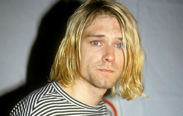 Antes de seu cadáver ser encontrado, o vocalista do Nirvana, Kurt Cobain, deixou a família e a esposa, a roqueira Courtney Love, sem saber onde ele estava. O músico havia passado uma temporada em reabilitação na Califórnia e, ao voltar ao estado de Washington, onde morava, ficou disfarçado. Ele se matou com um tiro de espingarda em 5 de abril de 1994, aos 27 anos, e o corpo dele foi achado três dias depois. (Foto: Getty Images)