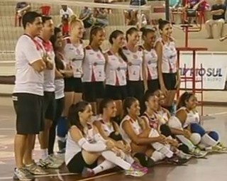 Volta Redonda conquistou o Intermunicipal Rio Sul de Vôlei Feminino (Foto: Reprodução RJTV 1ª Edição)