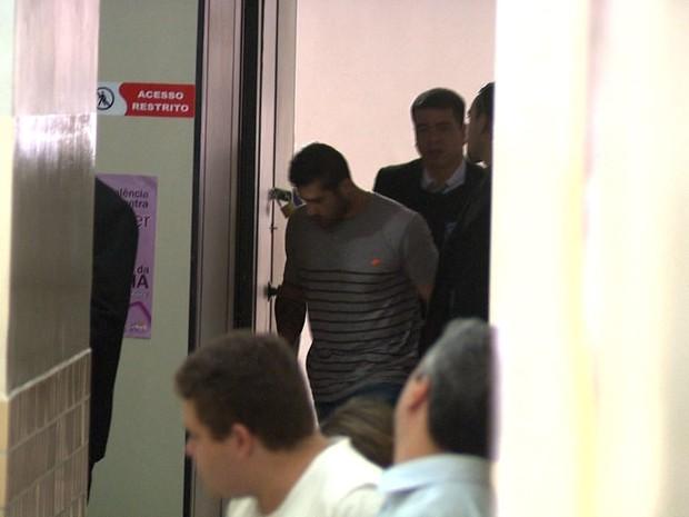 Delegada decidiu que crime não terá fiança e Yuri ficará preso (Foto: Reprodução/TV Gazeta)