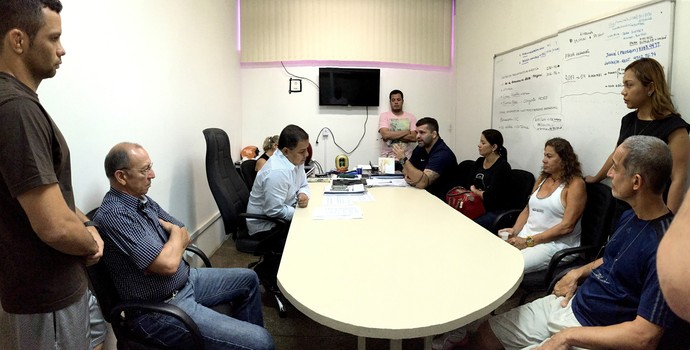 Reunião de ex-funcionários e secretário da Sejel (Foto: Isabella Pina)