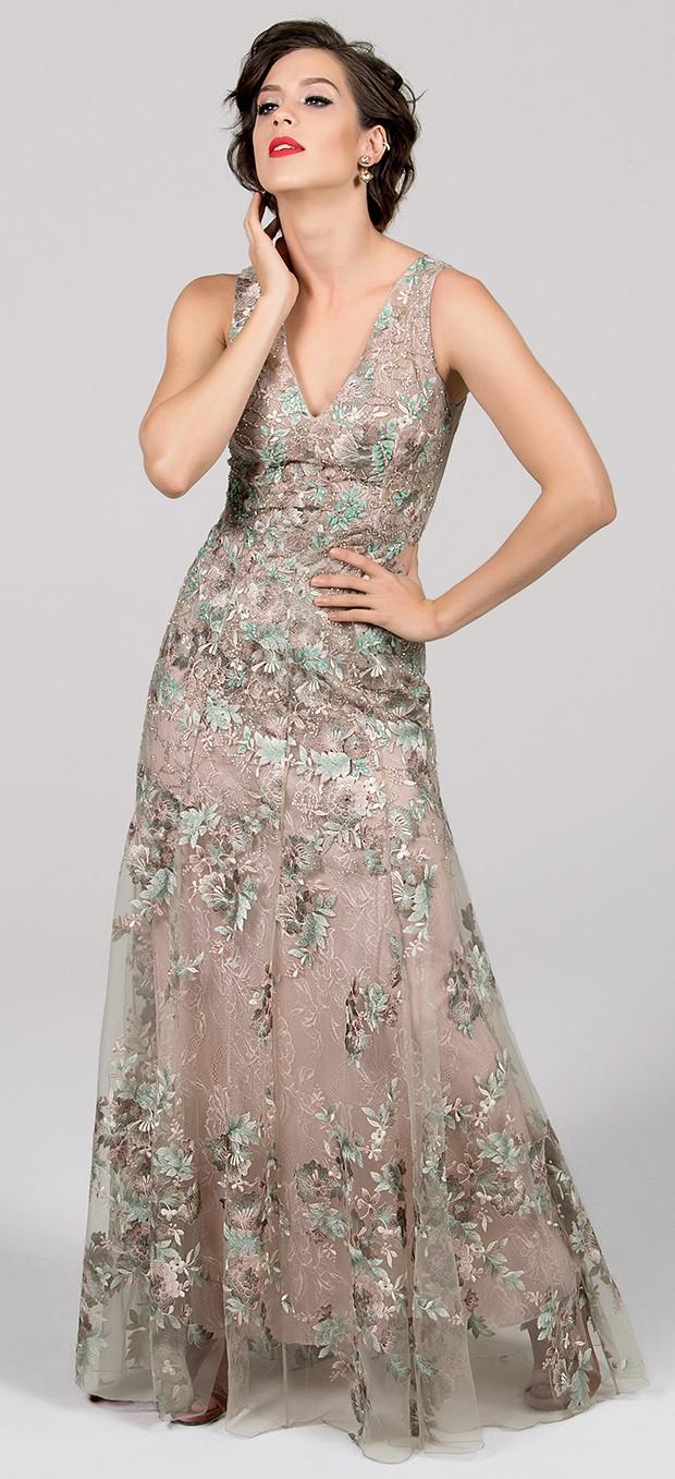 Vestido Patricia Bonaldi R$ 6.725. Brinco Hector Albertazzi, R$ 573. Anel Estela Geromini, R$ 180. Sandália Arezzo, R$ 259.  (Foto:  )