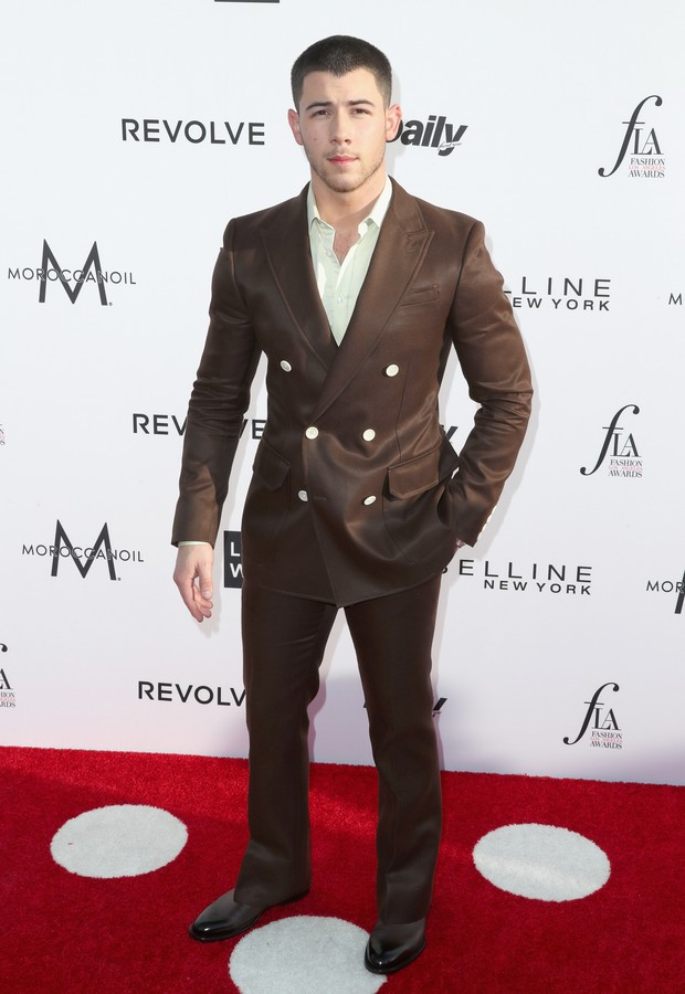 Nick Jonas no Los Angeles Fashion Awards (Foto: AFP)