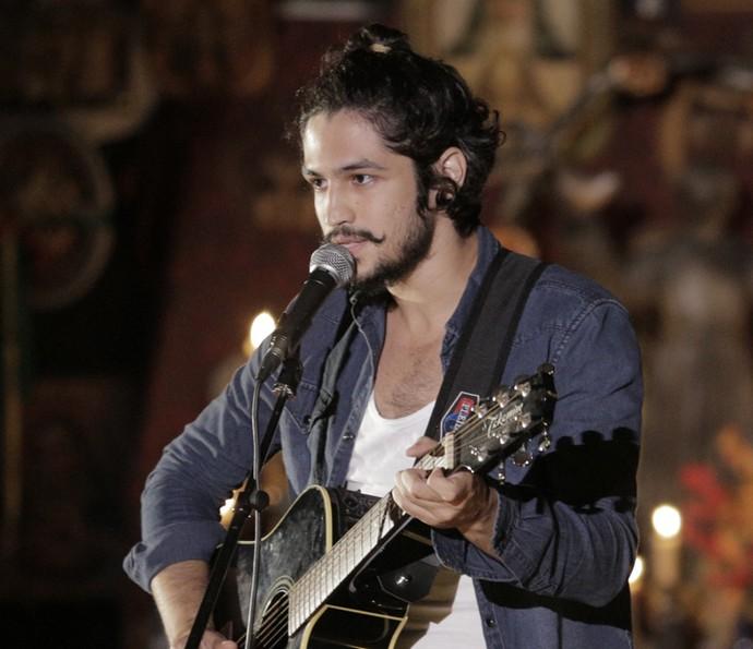 Gabriel Leone canta no evento de 'Velho Chico' (Foto: Inácio Moraes/Gshow)