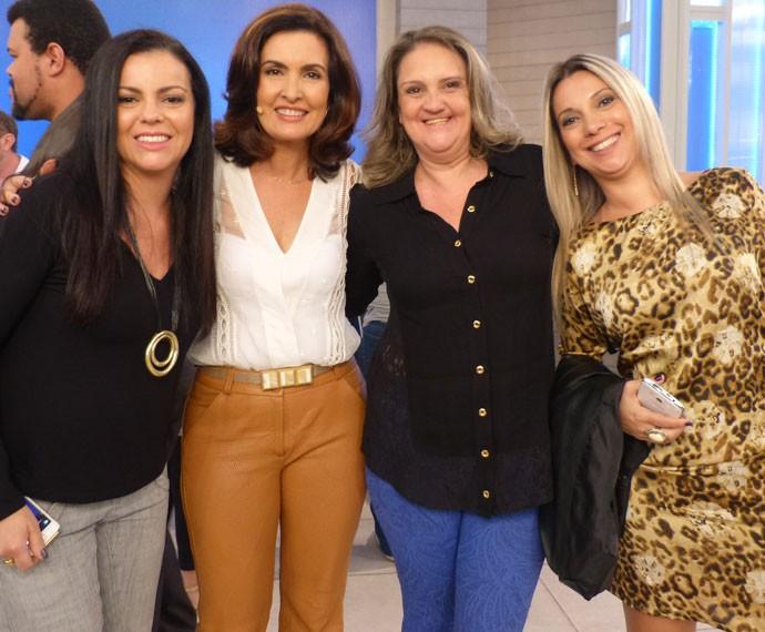 Convidadas posam com Fátima (Foto: Viviane Figueiredo Neto/ Gshow)