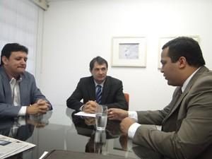 Procurador do Trabalho de Campina Grande em reunião com Romero Rodrigues (Foto: Divulgação/MPT)