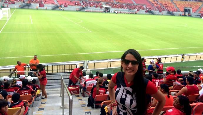 Acreana Luma Maia, torcedora do Flamengo, vê jogo contra o Vitória na Arena Amazônia (Foto: Arquivo pessoal)