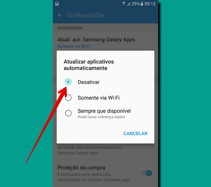 Se você pretende desabilitar as atualizações automáticas, basta escolher Desativar em Atualizar os aplicativos automaticamente (Foto: Reprodução/Filipe Garrett)