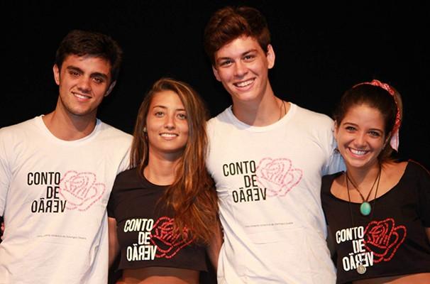 Felipe Simas, Ana Vitória Bastos, Julia Oristiano e João Vithor Oliveira formam o elenco (Foto: Divulgação)