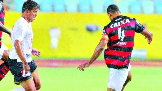 Roger Carvalho - zagueiro do Atlético-GO (Foto: Sebastião Nogueira / O Popular)