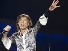 Mick Jagger volta aos palcos dois meses após a morte da namorada