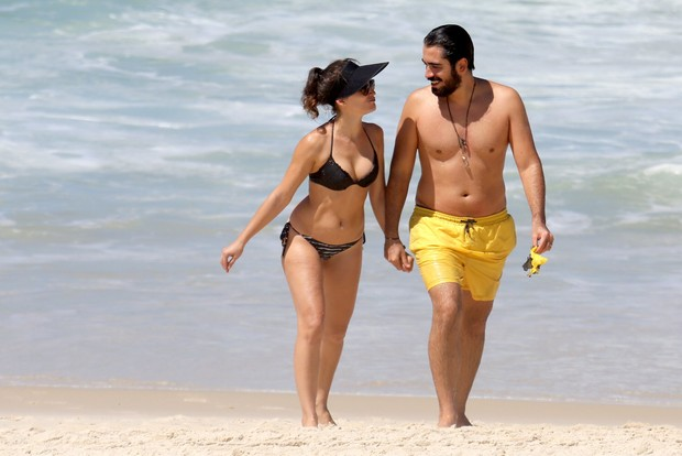 Bianca Bin com namorado (Foto: AGNEWS/AGNEWS)