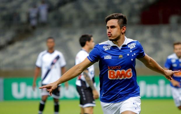 willian cruzeiro gol vasco brasileirão (Foto: Denilton Dias / Agência Estado)