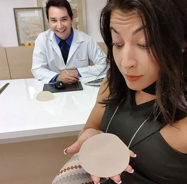 Priscila Pires e o médico Rafael Castro (Foto: Reprodução)