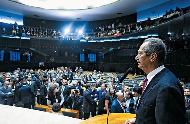 CRÍTICAS Aldo Rebelo na sessão da Câmara em que criticou o marido de Marina Silva, em 2011. Ele não retirou o que disse (Foto: João batista/Câmara dos Deputados/ba)