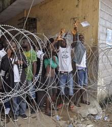 Favela com doença é isolada (AP Photo/Abbas Dulleh)