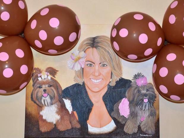 Dona mandou pintar um quadro em que aparece com as 'filhas' (Foto: Elke Blodorn / Arquivo Pessoal)