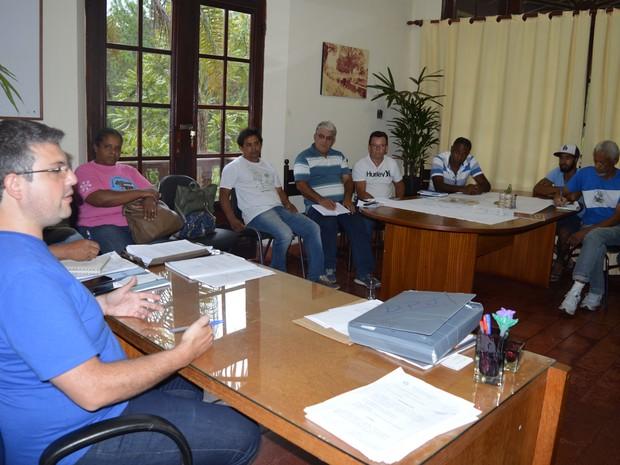 Reunião entre membros da prefeitura, das cooperativas e dos bairros definiu novas rotas (Foto: Divulgação/Prefeitura Municipal de Poços de Caldas)