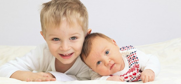 Como contar ao filho sobre a gravidez e evitar ciúmes entre irmãos (Foto: Thinkstock)