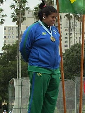 Izabela Rodrigues, de Adamantina, é ouro no lançamento de disco, no Sul-Americano Sub-23 de Atletismo (Foto: CAU / Divulgação)