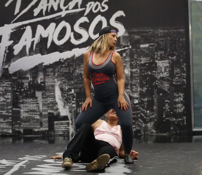 Hora de cair no funk e sensualizar (Foto: Raphael Dias/Gshow)