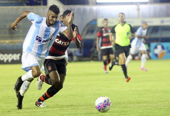 gedeilson, macaé x flamengo (Foto: Tiago Ferreira / Macaé Esporte)