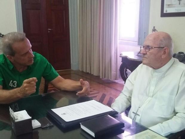 Carlos Augusto teve reunião com o arcebispo Dom Fernando Saburido, na Zona Norte (Foto: Penélope Araújo/G1)