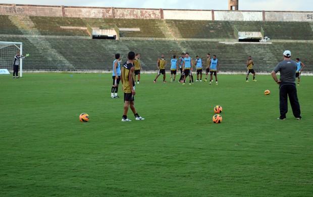 Pio, faltas, volante, Botafogo-PB, treino, Série D, Campeonato Brasileiro, Estádio Almeidão (Foto: Richardson Gray / Globoesporte.com/pb)