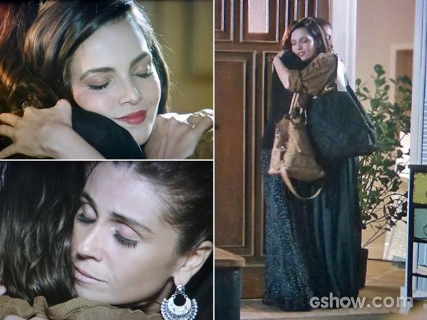Marina e Clara se abraçam em reencontro (Foto: Em Família/ TV Globo)