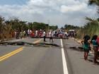 Indígenas em protesto contra a PEC 215 bloqueiam a BR-316 no MA