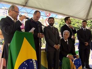 Ato na Praça Tiradentes, em BH, criticou Medalha da Inconfidência. (Foto: Reprodução/ TV Globo)