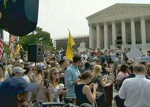 Suprema Corte dos Estados Unidos mantém reforma da saúde de Obama (Foto: Globo News)