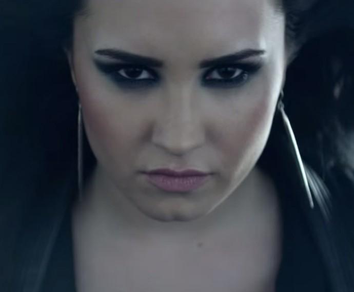Demi faz carão e não quer se paixonar em 'Heart Attack' (Foto: Reprodução)
