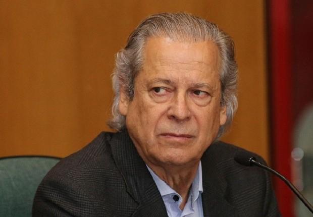 O ex-ministro da Casa Civil José Dirceu presta depoimento a CPI que investiga corrupção na Petrobras (Foto: Giuliano Gomes/ PRPRESS)