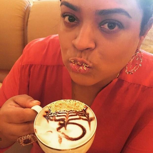 Preta Gil toma cappuccino com ouro em lua de mel em Abu Dhabi (Foto: Reprodução / Instagram)