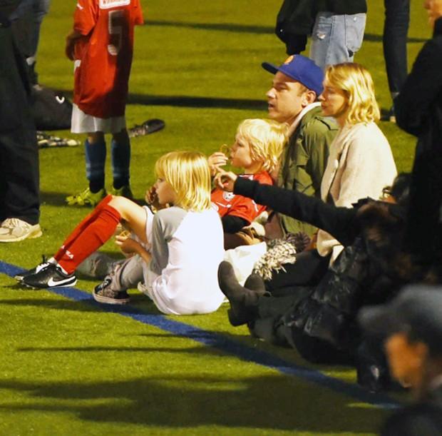Naomi Watts e Liev Schreiber com os filhos (Foto: The Grosby Group)