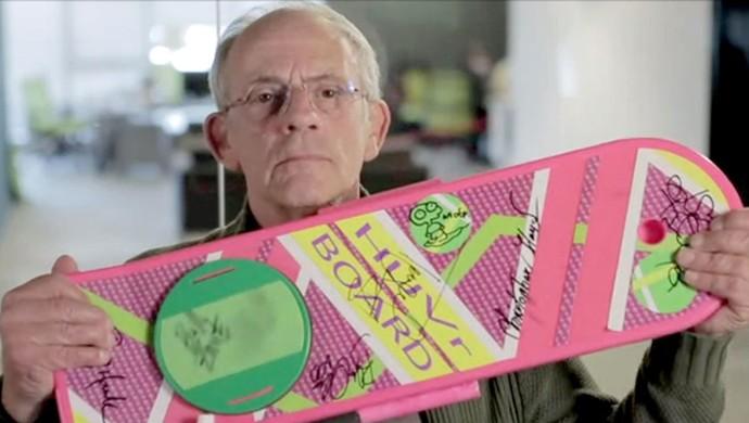 FRAME ator Lloyd com skate hoverboard brincadeira (Foto: Reprodução)