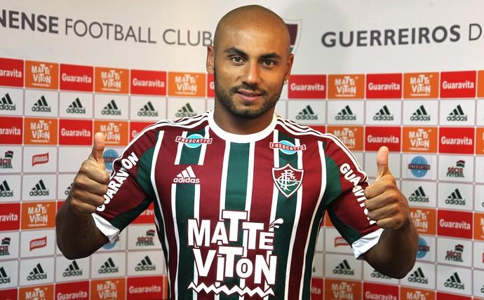 Jonathan apresentação Fluminense (Foto: NELSON PEREZ/FLUMINENSE F.C.)