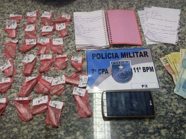 Polícia prendeu suspeitos de tráfico em dois bairros (Foto: PM / Divulgação)