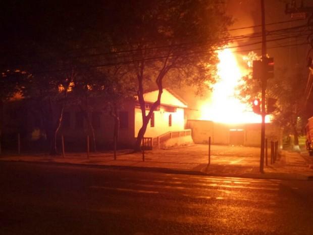 Antigo prédio da PF foi alvo de ataque em Rio Branco no sétimo dia de atentados  (Foto: Arquivo pessoal)