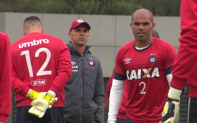Milton Mendes Atlético-pr treino (Foto: reprodução/RPC)