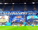 """Em inauguração de estádio, torcida do Zenit faz mosaico """"De volta para o futuro"""""""