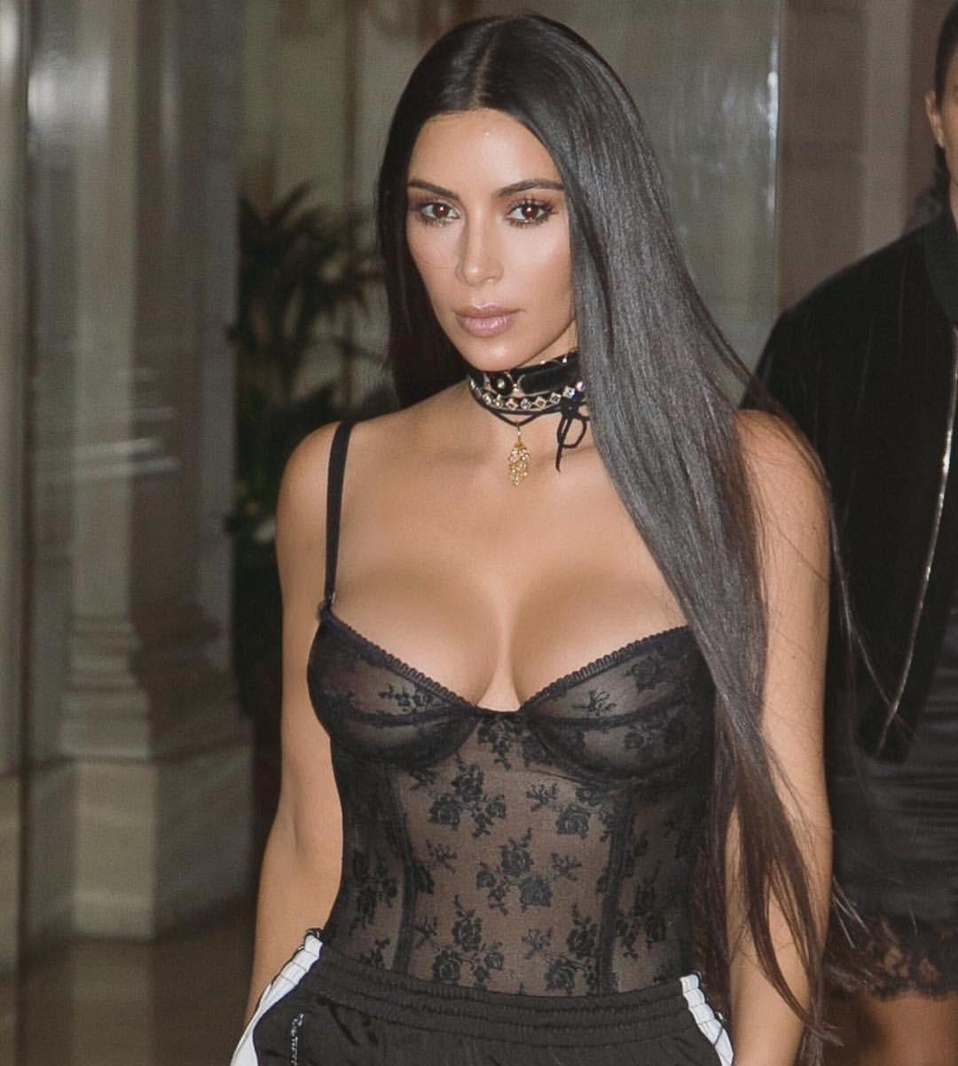 O cabelão superlongo como nesta foto de Kim Kardashian está em alta (Foto: Reprodução/Instagram)