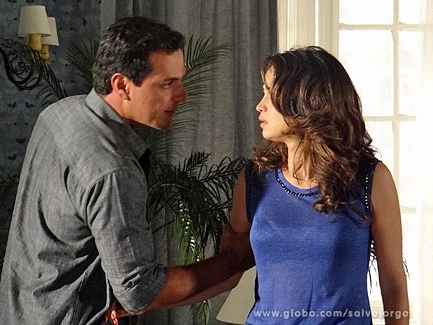 Théo diz para Morena que se ela for para a Turquia, acabou tudo (Foto: Salve Jorge/TV Globo)