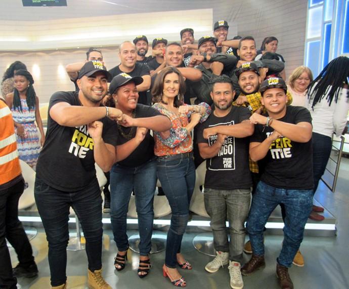 Fátima com convidados nos bastidores do programa (Foto: Viviane Figueiredo Neto/Gshow)