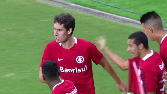 """D'Ale elogia postura em empate e vê vaga aberta: """"Fizemos um bom jogo"""""""