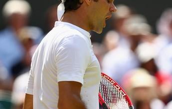 Gigante australiano dá trabalho, mas Federer vai às oitavas em Londres