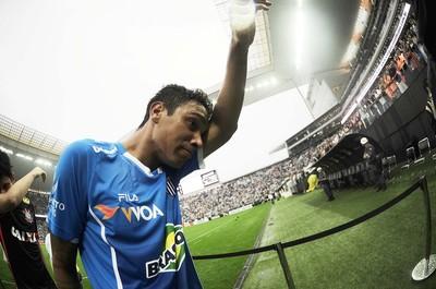 Jogadores do Avaí lamentam rebaixamento (Foto: Marcos Ribolli)